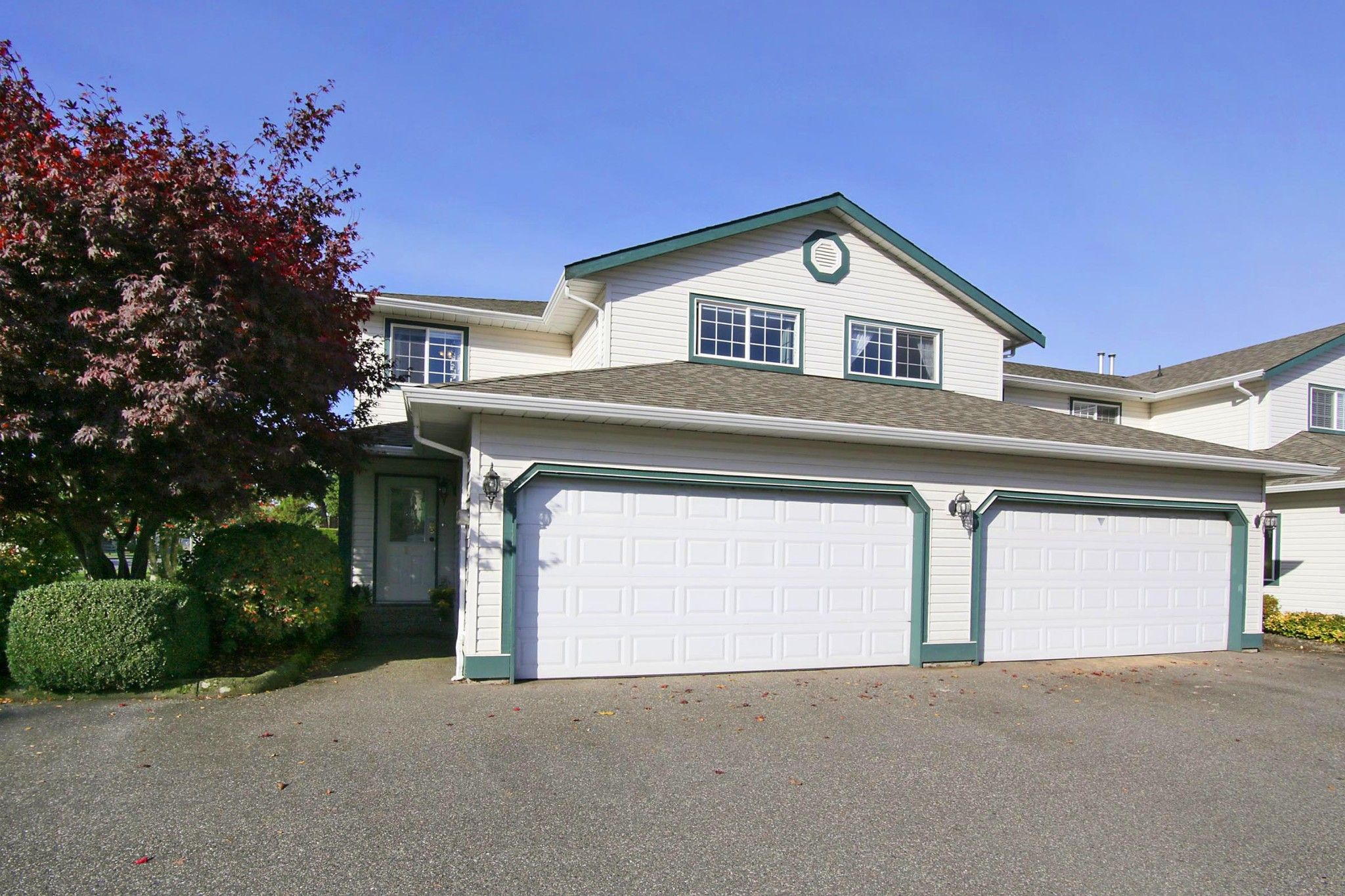 "Main Photo: 1 45873 LEWIS Avenue in Chilliwack: Chilliwack N Yale-Well Townhouse for sale in ""HOLLY LANE"" : MLS®# R2415494"