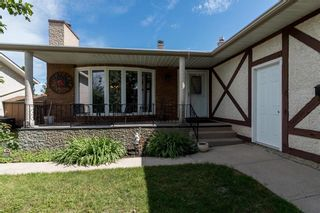 Photo 1: 19 Thornbury Crescent in Winnipeg: Oakwood Estates Residential for sale (3H)  : MLS®# 202018546