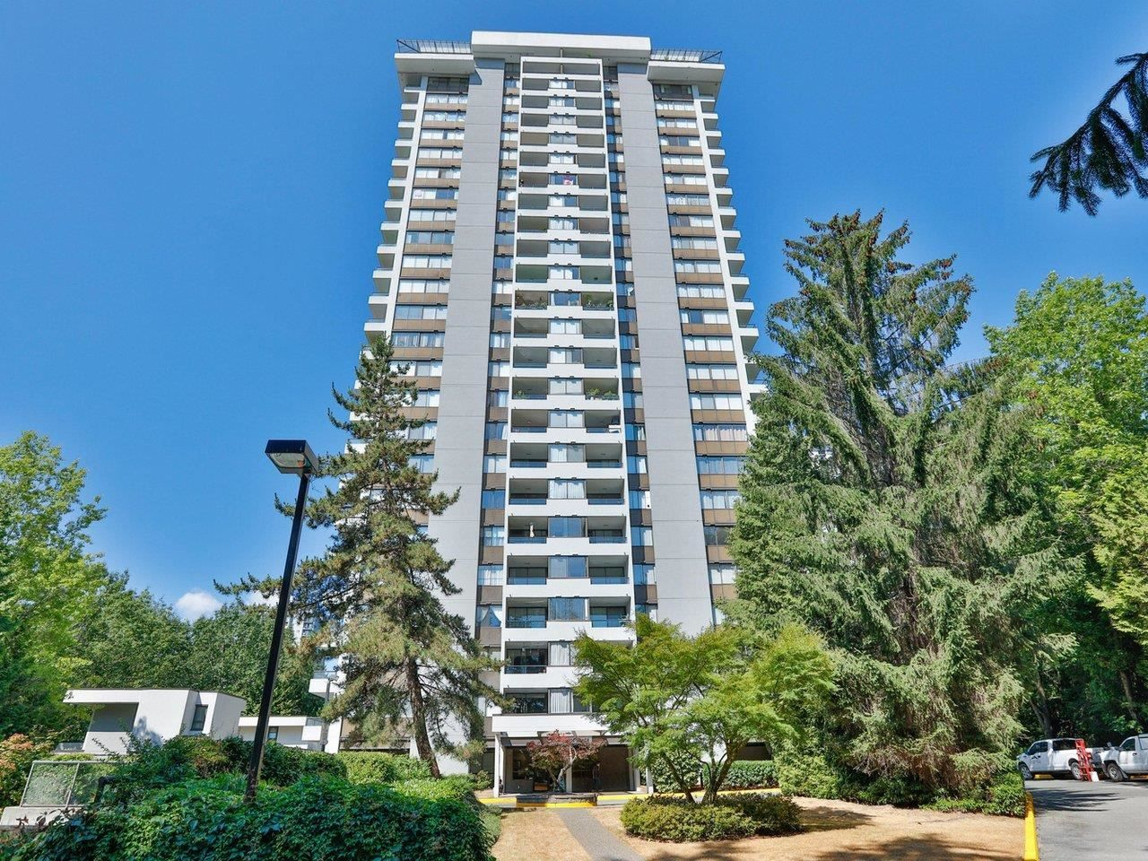 """Main Photo: 2302 9521 CARDSTON Court in Burnaby: Government Road Condo for sale in """"Concorde Place"""" (Burnaby North)  : MLS®# R2604165"""