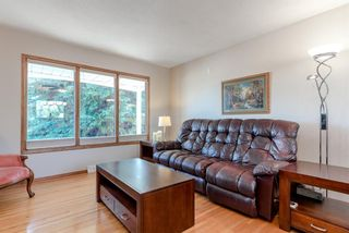 Photo 6: 744 Mapleton Drive SE in Calgary: Maple Ridge Detached for sale : MLS®# A1125027