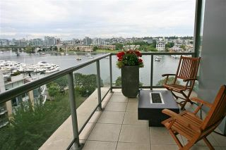 "Photo 15: 905 1328 MARINASIDE Crescent in Vancouver: Yaletown Condo for sale in ""THE CONCORD"" (Vancouver West)  : MLS®# R2134660"