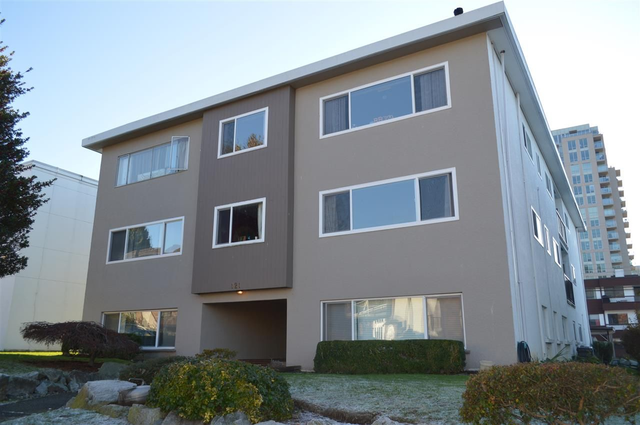 """Main Photo: 7 121 E 18TH Street in North Vancouver: Central Lonsdale Condo for sale in """"THE ROSELLA"""" : MLS®# R2018967"""