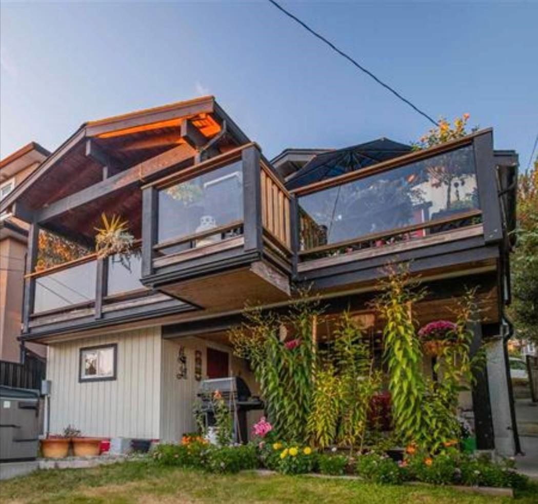 Main Photo: 3184 E 8TH Avenue in Vancouver: Renfrew VE House for sale (Vancouver East)  : MLS®# R2608552
