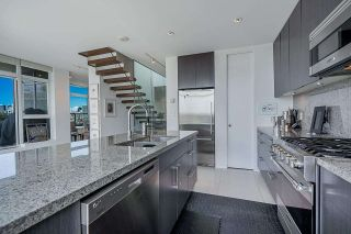 """Photo 9: 1702 1708 COLUMBIA Street in Vancouver: Mount Pleasant VW Condo for sale in """"Wall Centre False Creek"""" (Vancouver West)  : MLS®# R2580995"""