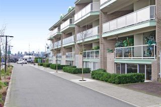 """Photo 2: 3103 33 CHESTERFIELD Place in North Vancouver: Lower Lonsdale Condo for sale in """"Harbourview Park"""" : MLS®# R2037524"""
