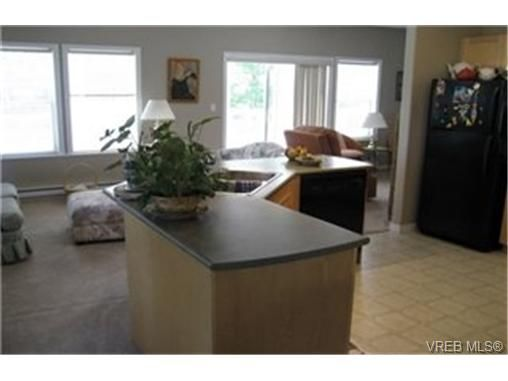 Photo 9: Photos:  in VICTORIA: VR Six Mile Row/Townhouse for sale (View Royal)  : MLS®# 433344