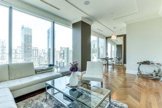 Photo 1: 2402 183 W Wellington Street in Toronto: Condo for lease (Toronto C01)  : MLS®# C3690976