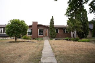 Photo 1: 66 Dells Crescent in Winnipeg: Meadowood Residential for sale (2E)  : MLS®# 202119070