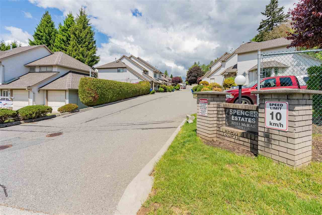"""Main Photo: 6 32311 MCRAE Avenue in Mission: Mission BC Townhouse for sale in """"Spencer Estates"""" : MLS®# R2585486"""