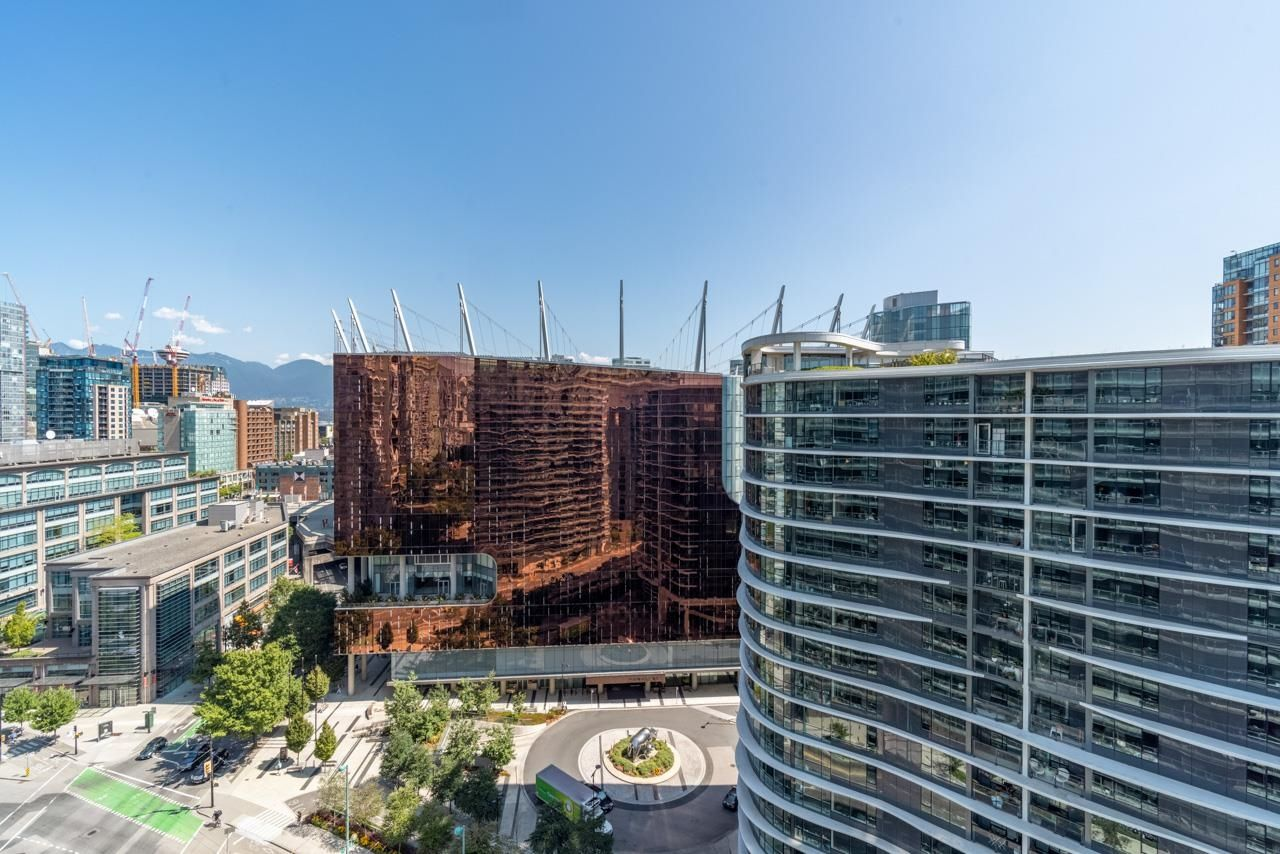 Main Photo: 1711 89 NELSON Street in Vancouver: Yaletown Condo for sale (Vancouver West)  : MLS®# R2617362