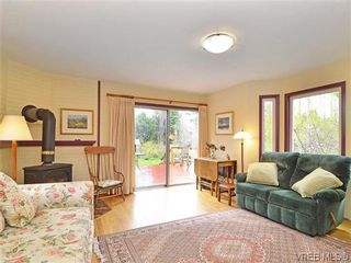 Photo 2: 966 Snowdrop Ave in VICTORIA: SW Marigold House for sale (Saanich West)  : MLS®# 638432