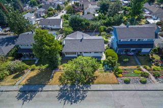Photo 3: 536 GARFIELD Street in New Westminster: The Heights NW House for sale : MLS®# R2293564