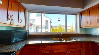 """Photo 4: 4 1261 MAIN Street in Squamish: Downtown SQ Townhouse for sale in """"SKYE - COASTAL VILLAGE"""" : MLS®# R2457475"""