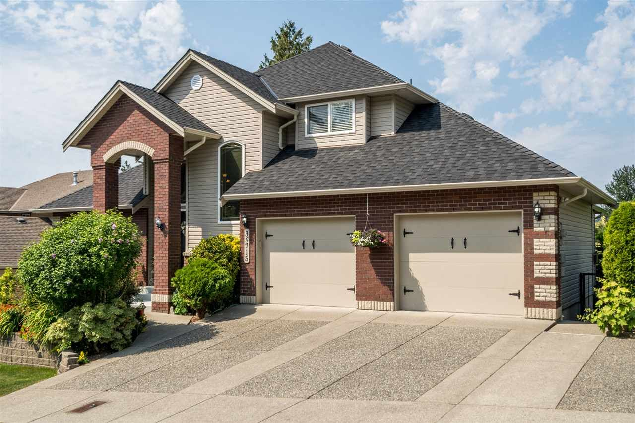 """Photo 2: Photos: 35715 LEDGEVIEW Drive in Abbotsford: Abbotsford East House for sale in """"Ledgeview Estates"""" : MLS®# R2481502"""