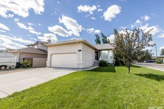 Main Photo: 402 Bayfield Crescent in Saskatoon: Briarwood Residential for sale : MLS®# SK859757
