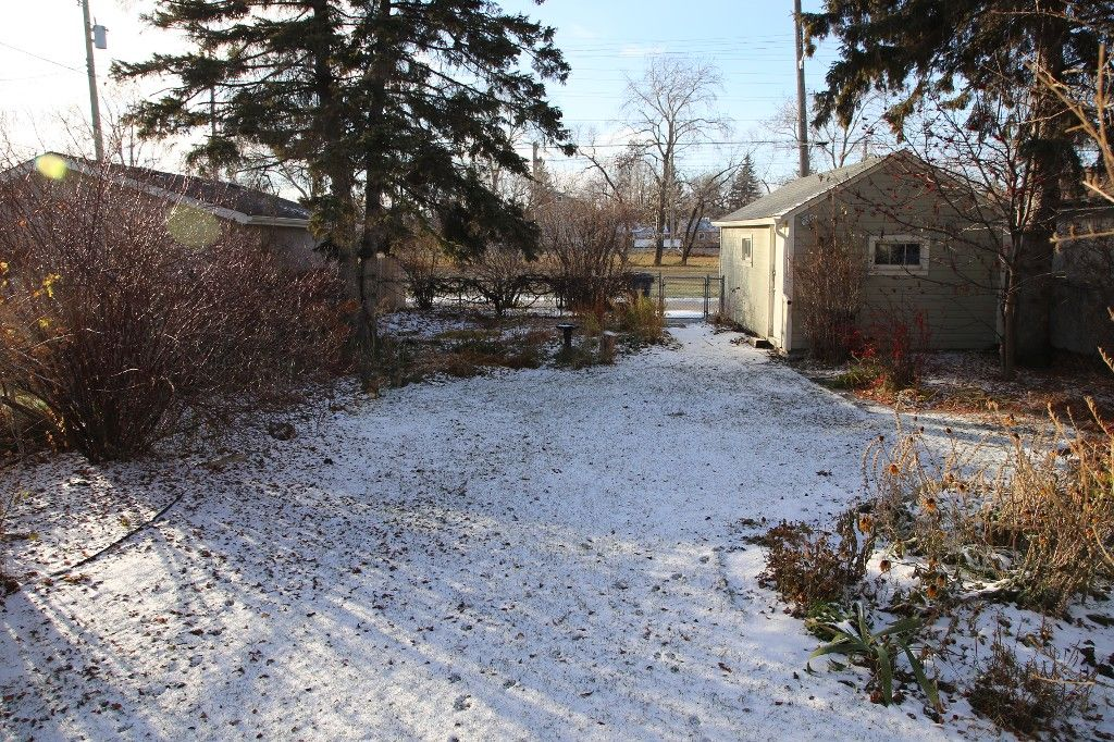 Photo 2: Photos: 125 Lindsay Street in WINNIPEG: River Heights Single Family Detached for sale (South Winnipeg)  : MLS®# 1427795
