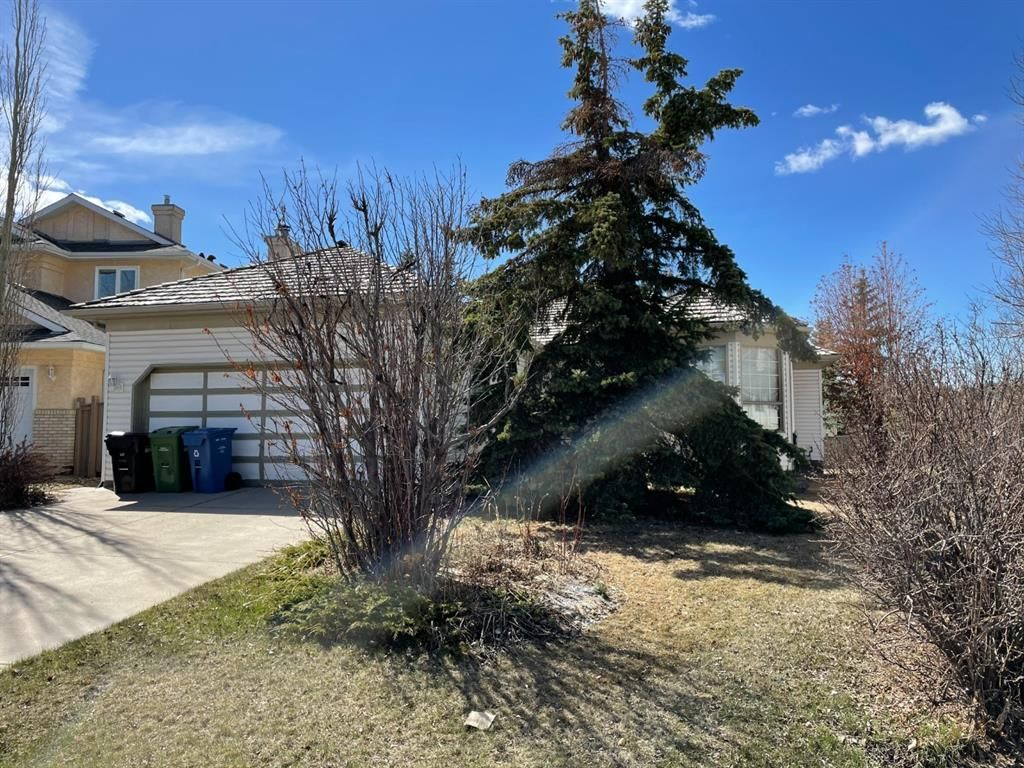 Main Photo: 226 Sierra Morena Court SW in Calgary: Signal Hill Detached for sale : MLS®# A1102398