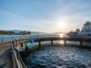 """Photo 15: 511 1333 W GEORGIA Street in Vancouver: Coal Harbour Condo for sale in """"Qube"""" (Vancouver West)  : MLS®# R2439175"""