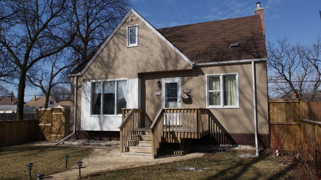 Main Photo: 111 Handyside Avenue in Winnipeg: St Vital Residential for sale (South East Winnipeg)  : MLS®# 1202668
