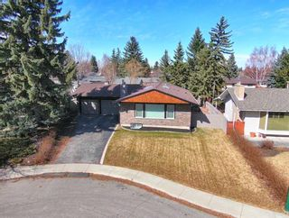 Photo 3: 10540 Waneta Crescent SE in Calgary: Willow Park Detached for sale : MLS®# A1085862