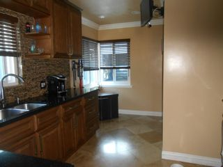 Photo 2: SAN DIEGO House for sale : 3 bedrooms : 5619 vale way
