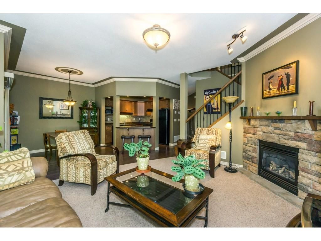 """Photo 5: Photos: 32 46840 RUSSELL Road in Sardis: Promontory Townhouse for sale in """"Timeber Ridge"""" : MLS®# R2359001"""