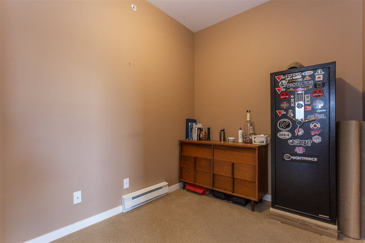 """Photo 15: Photos: 409 33338 MAYFAIR Avenue in Abbotsford: Central Abbotsford Condo for sale in """"The Sterling"""" : MLS®# R2346998"""