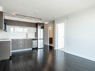 """Photo 4: 902 10777 UNIVERSITY Drive in Surrey: Whalley Condo for sale in """"Citypoint"""" (North Surrey)  : MLS®# R2569333"""