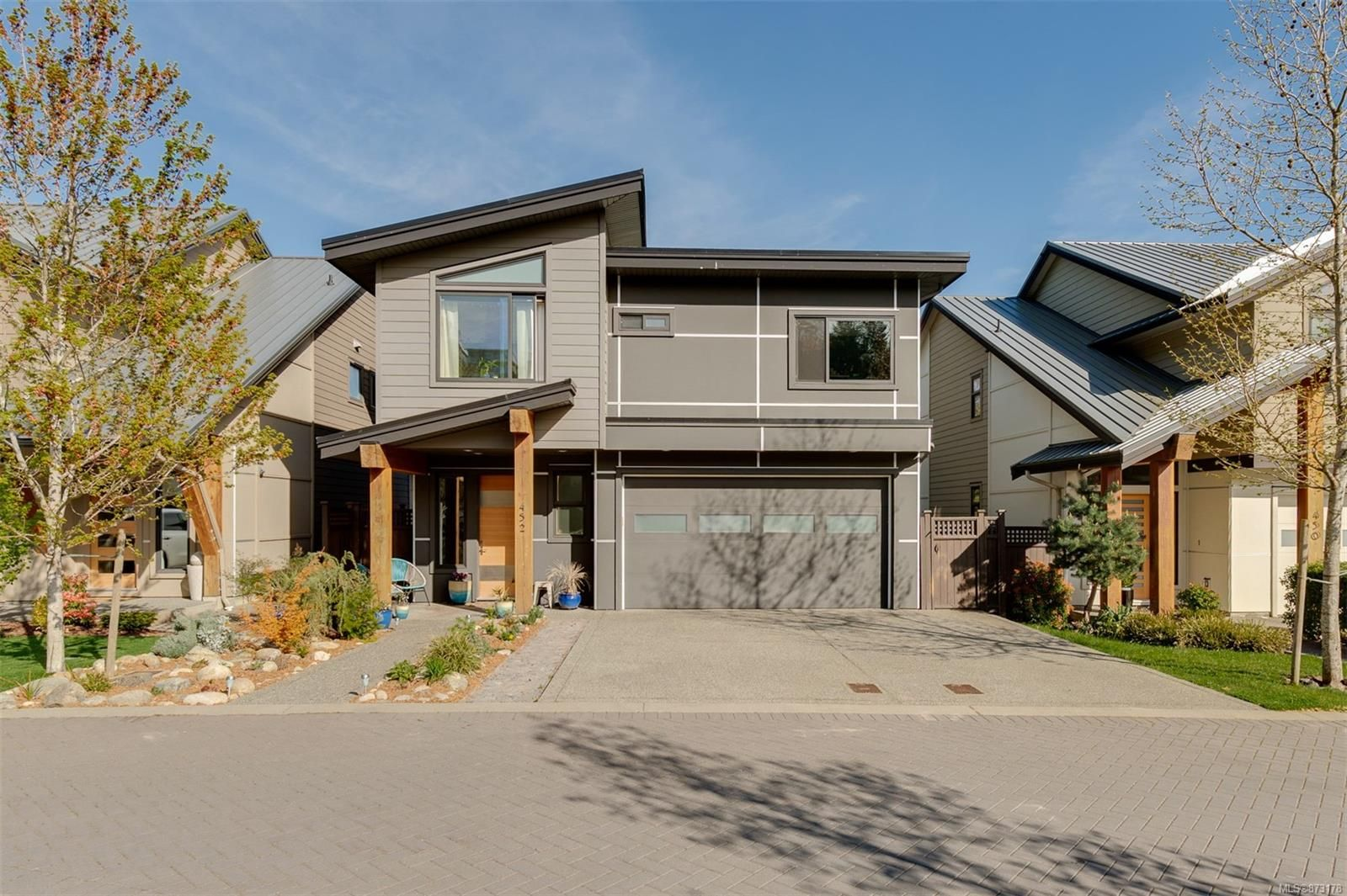Main Photo: 452 Regency Pl in : Co Royal Bay House for sale (Colwood)  : MLS®# 873178