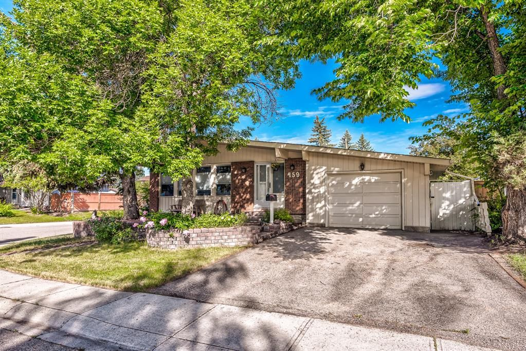 Main Photo: 459 Queen Charlotte Road SE in Calgary: Queensland Detached for sale : MLS®# A1122590