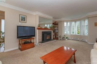 Photo 4: 519 Lampson St in VICTORIA: Es Saxe Point House for sale (Esquimalt)  : MLS®# 784106