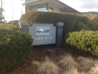 Photo 1: 36 689 PARK Road in Gibsons: Gibsons & Area Condo for sale (Sunshine Coast)  : MLS®# R2141660