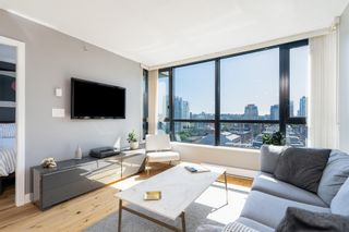 """Photo 2: 1409 977 MAINLAND Street in Vancouver: Yaletown Condo for sale in """"YALETOWN PARK 3"""" (Vancouver West)  : MLS®# R2595061"""