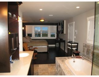 Photo 8: 235 W KINGS Road in North_Vancouver: Upper Lonsdale House for sale (North Vancouver)  : MLS®# V666660