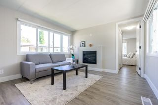 """Photo 9: 119 1840 160 Street in Surrey: King George Corridor Manufactured Home for sale in """"Breakaway Bays"""" (South Surrey White Rock)  : MLS®# R2598312"""