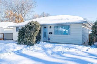 Photo 1: 222 Witney Avenue South in Saskatoon: Meadowgreen Residential for sale : MLS®# SK840959
