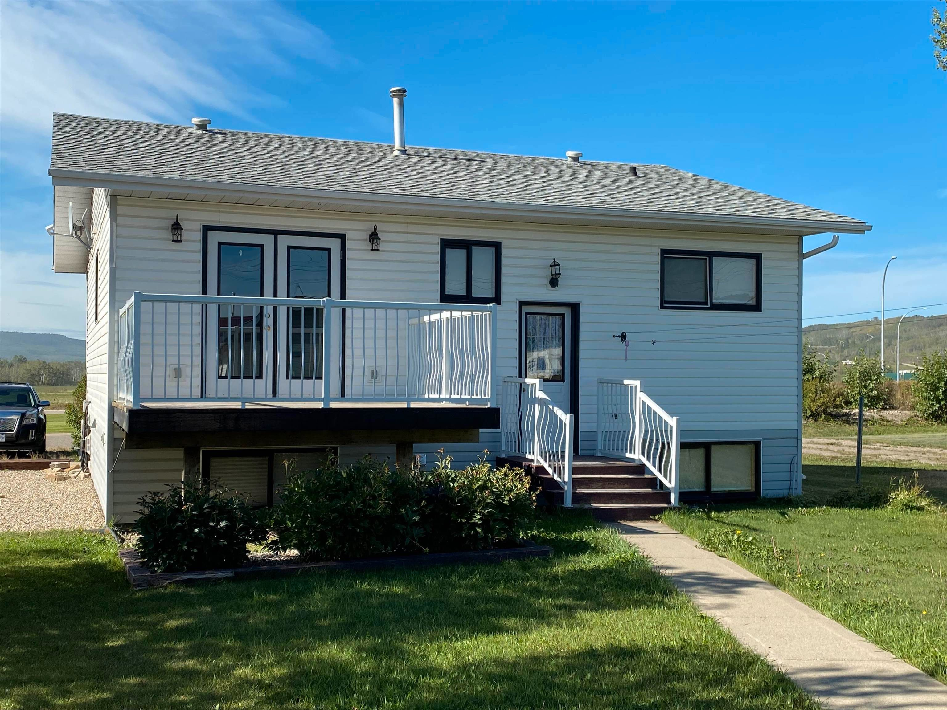 Photo 2: Photos: 10223 101 Street: Taylor House for sale (Fort St. John (Zone 60))  : MLS®# R2610570