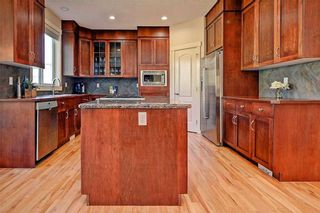 Photo 4: 28 DISCOVERY RIDGE Mount SW in Calgary: Discovery Ridge House for sale : MLS®# C4161559