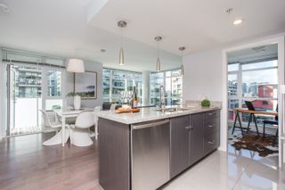 "Photo 4: 606 89 W 2ND Avenue in Vancouver: False Creek Condo for sale in ""Pinnacle Living False Creek"" (Vancouver West)  : MLS®# R2542152"