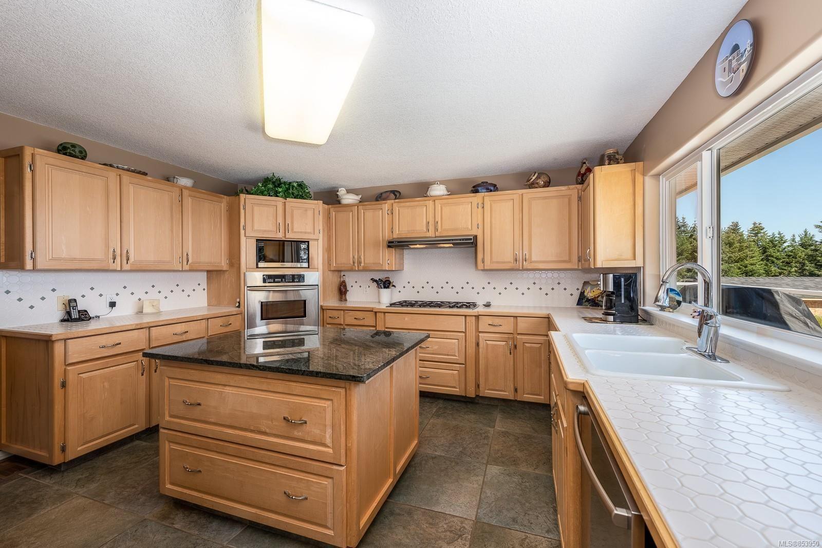 Photo 14: Photos: 5880 GARVIN Rd in : CV Union Bay/Fanny Bay House for sale (Comox Valley)  : MLS®# 853950
