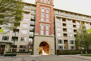 "Photo 2: 813 2799 YEW Street in Vancouver: Kitsilano Condo for sale in ""TAPESTRY"" (Vancouver West)  : MLS®# R2488808"