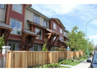 "Photo 1: 20 40653 TANTALUS Road in Squamish: VSQTA Townhouse for sale in ""TANTALUS TOWNHOMES CROSSING"" : MLS®# V945795"
