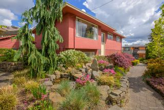 "Photo 3: 7768 MCGREGOR Avenue in Burnaby: South Slope House for sale in ""SOUTH SLOPE"" (Burnaby South)  : MLS®# R2166780"