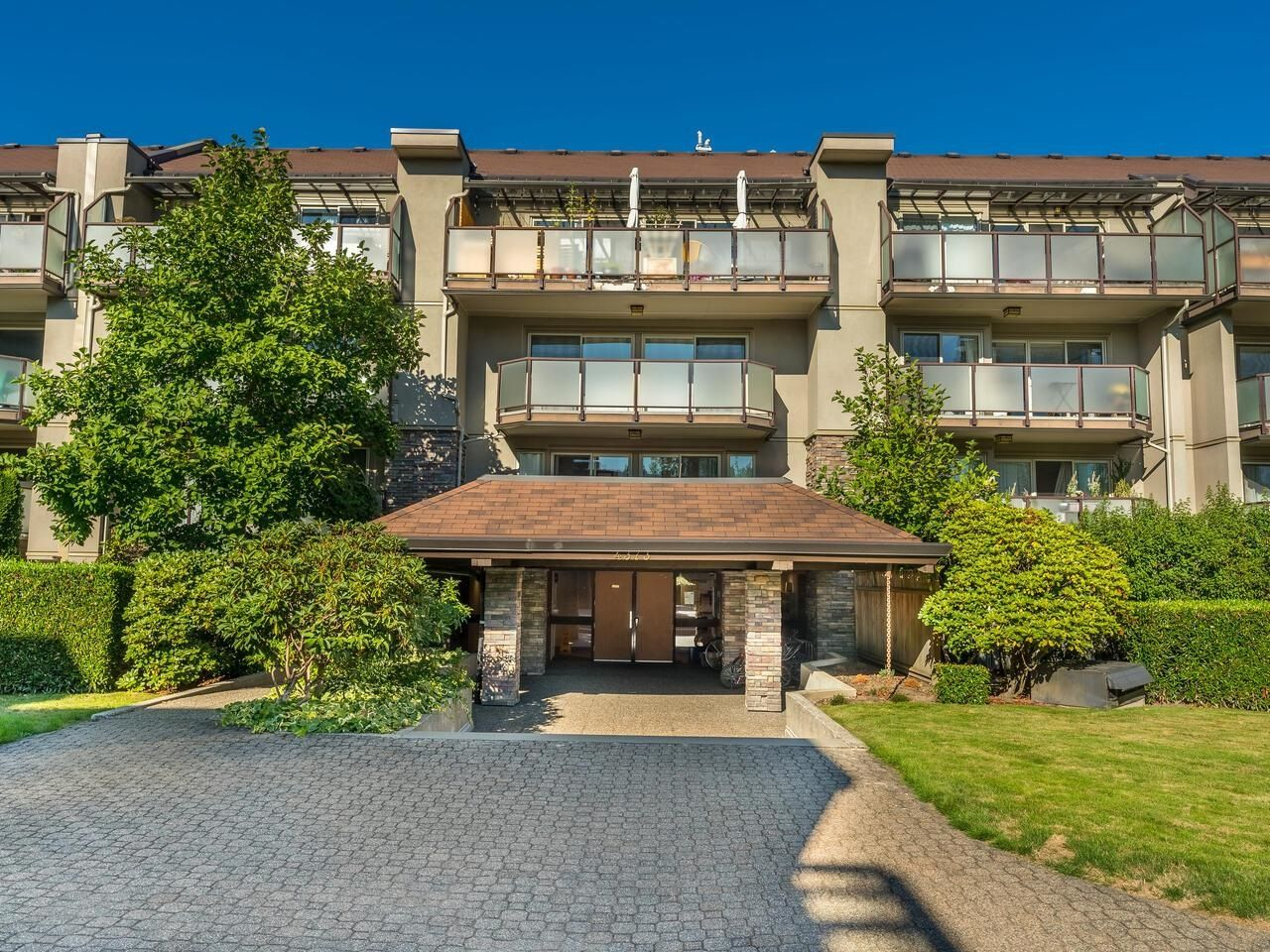 """Main Photo: 206 4373 HALIFAX Street in Burnaby: Brentwood Park Condo for sale in """"BRENT GARDENS"""" (Burnaby North)  : MLS®# R2614328"""