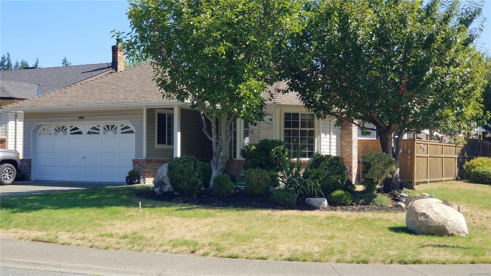 Main Photo: 1068 Springbok Rd in Campbell River: CR Campbell River Central House for sale : MLS®# 884883