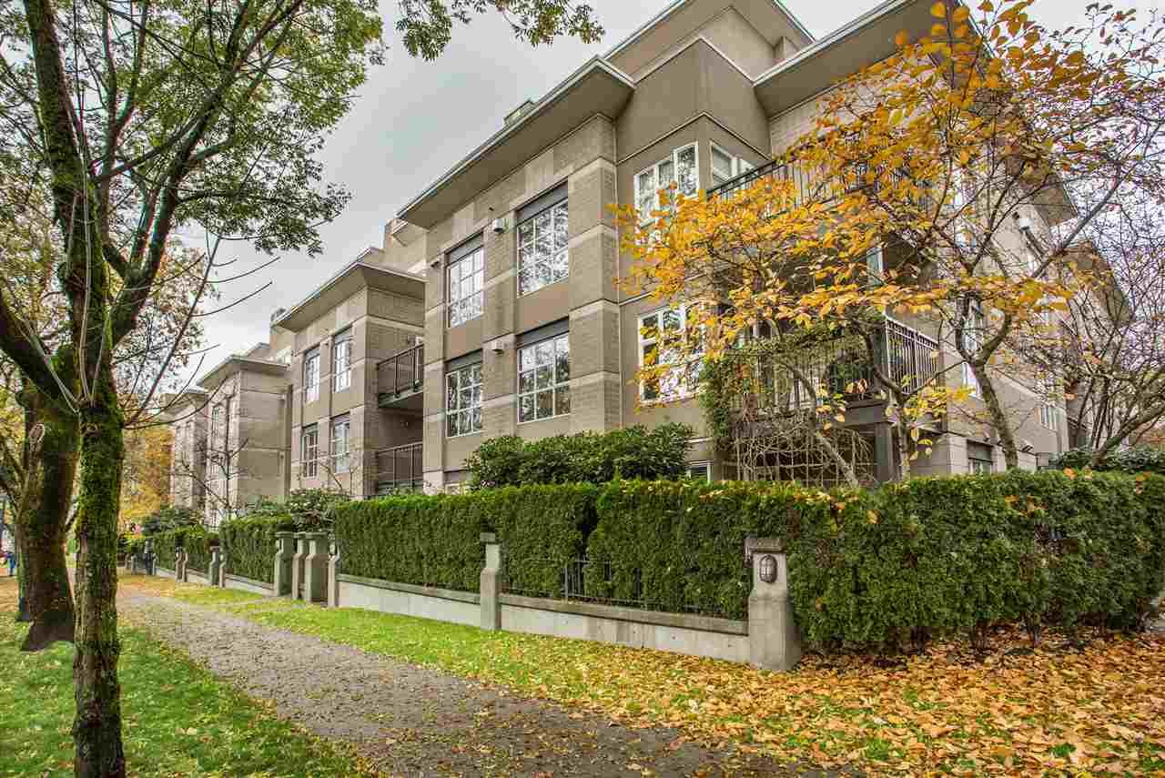 """Main Photo: 306 2161 W 12TH Avenue in Vancouver: Kitsilano Condo for sale in """"The Carlings"""" (Vancouver West)  : MLS®# R2319744"""