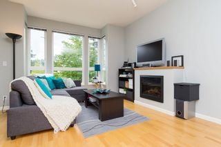 """Photo 5: 406 14 E ROYAL Avenue in New Westminster: Fraserview NW Condo for sale in """"Victoria Hill"""" : MLS®# R2092920"""