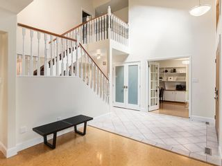Photo 3: 2002 PUMP HILL Way SW in Calgary: Pump Hill Detached for sale : MLS®# C4204077