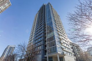 """Photo 1: 503 638 BEACH Crescent in Vancouver: Yaletown Condo for sale in """"Icon"""" (Vancouver West)  : MLS®# R2430003"""