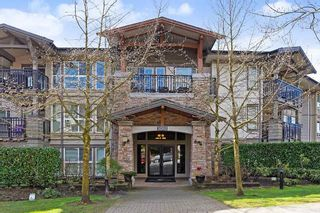 """Photo 1: 207 3082 DAYANEE SPRINGS BOULEVARD Boulevard in Coquitlam: Westwood Plateau Condo for sale in """"The Lanterns"""" : MLS®# R2443838"""